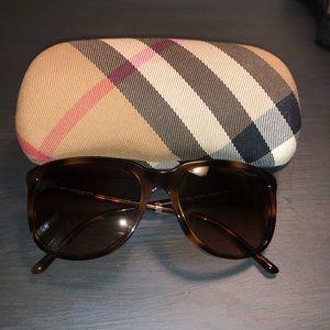 Burberry Sunglasses plus case